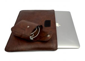 Leather sleeve for Macbook in crinkled choclate brown finish